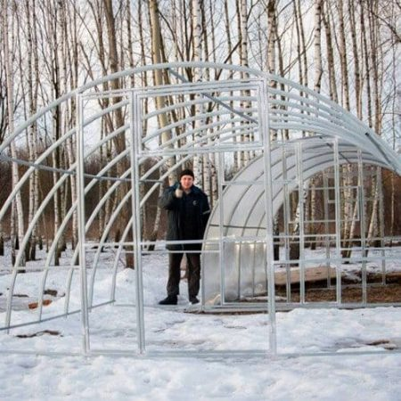 Металлический каркас теплицы Агровеликан шириной 4 метра. под поликарбонатное покрытие