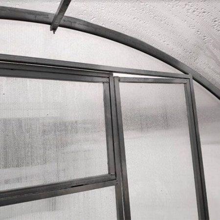 Теплица Тундра Широкая шириной 4 м, труба 40х20, шаг 0,5 м, установленная на дачном участке